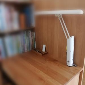 小学校卒業。新しい机。