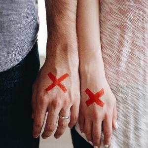 外出自粛で夫婦危機!?日本で急増中の「コロナ離婚」とは?