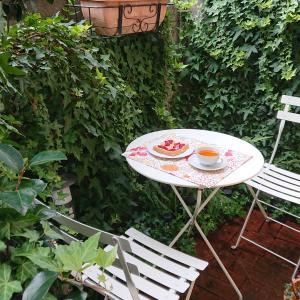 日曜日は小さな庭のお手入れ。(^^)