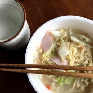 カップ麺を美味しく…モッチリ化実験①「湯3分+レンチン2分ちゃんぽん」