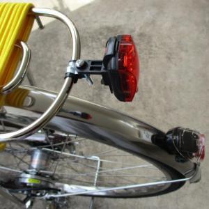 自転車の荷台へ尾灯を取りつけてみました