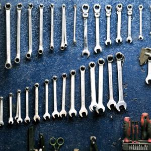 【失敗しない!】新人整備士にオススメの4つの工具セットを紹介!