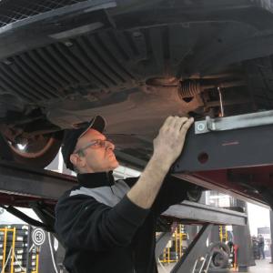 車を修理をするならどこ?町工場かディーラーか【比較してみました】