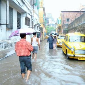 【インド】ソニアが消えた&洪水の中の痴漢