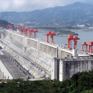中国、豪雨で被災者1200万人、三峡ダム決壊危機