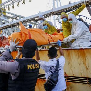 中国漁船からインドネシア人船員の冷凍遺体