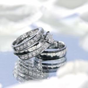 元宝飾品販売員おすすめ 結婚指輪と婚約指輪の選び方