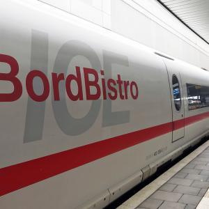 ドイツ鉄道のICEに乗ってフランクフルトからデュッセルドルフへ。