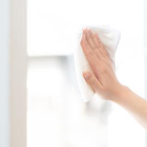 窓ガラスに付いたテープの跡の綺麗な剥がし方や掃除法を紹介!
