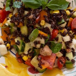 噛めば噛むほど美味しい〜黒米のサラダ