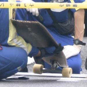 スケートボードで腹ばいになって滑っていた男児、ワゴン車の下敷きになり死亡 自営業の男(47)逮捕
