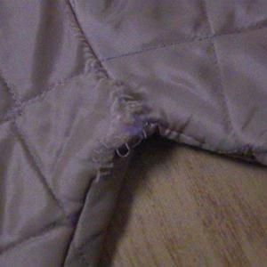 キルティングジャケットの生地のほつれのリペアー