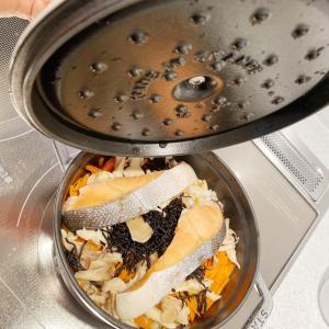 【おうちごはん】簡単・鮭とひじきの炊き込みご飯