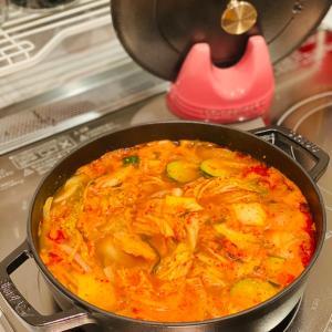 """【おうちごはん】ストウブで作る・芯からポカポカ""""韓国海鮮スープ"""""""