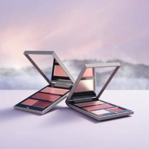 THREEの人気アイテム「シマリング グロー デュオ」にリップ2色をプラス、限定パレットが登場!