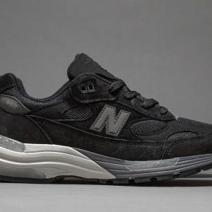 ニューバランス「M992 ブラック」が限定で再販売