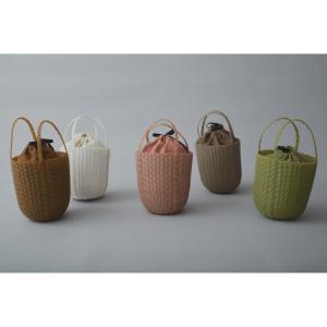 ミナペルホネンからバケツ型&クラッチ型のかごバッグが登場!原料にリサイクルプラスチックを採用