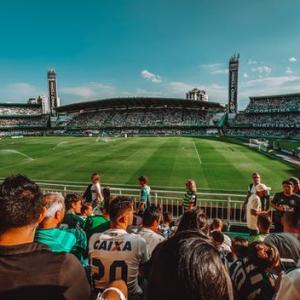 【入門編】海外サッカーを楽しもう!【日本との違い/人気のリーグ4つとその観戦方法】