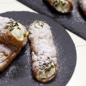 シチリアの絶品伝統菓子 カンノーロ