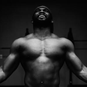 三角筋のダンベルトレーニング4選【前部・中部・後部を鍛えてメロン肩をゲット!】