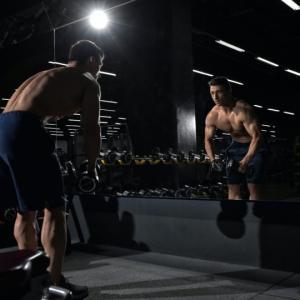 ハムストリングのダンベルトレーニング4選【太もも裏側の筋トレ】