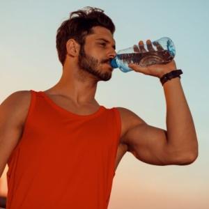 筋トレ時の水分補給におすすめな飲み物8選【トレーニング中に避けるべきドリンクも紹介】