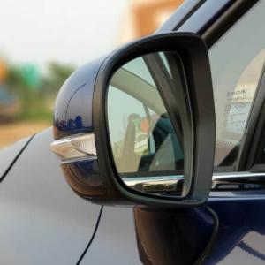車の窓枠 メッキモールの汚れは水垢じゃなくてサビ!?落とし方や原因を知りたい!