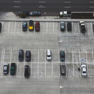 車庫入れの練習をするのに良い場所・時間は?初心者が避けるべき練習場所の特徴は?