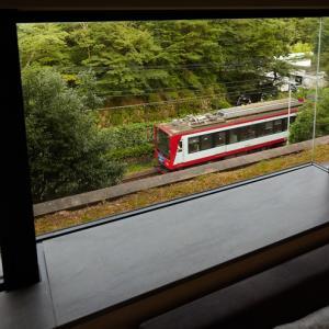 夏休みは「箱根登山電車」が見えるお部屋に 強羅駅徒歩五分のホテルで1日1室限定の営業運転再開記念プランを提供