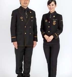 車体色をイメージした黒を基調に…JR九州の新観光列車『36ぷらす3』にオリジナル制服