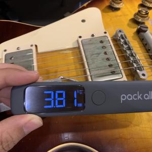 Gibson、PRS、Suhr、Fender・・・手持ちギターの重さを次々測るマン
