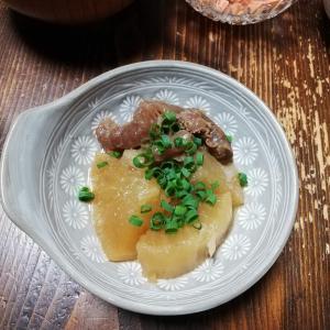 きょうの肴は『牛すじと三浦大根の煮物』
