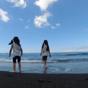 三戸浜ビーチクリーン/波打ち際で波あそび