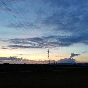 夕暮れ時の鉄塔