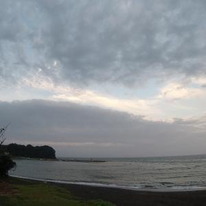 今朝のカヤック出艇はやめとこう…/今朝の海の様子