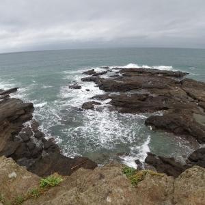 波浪警報・強風注意報発令中の三浦の海