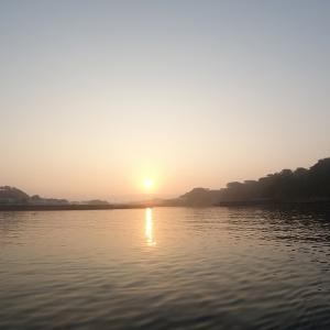 凪・朝靄で静かな朝の海、でも海に潜ると…(まったり朝SUP&シュノーケリング)