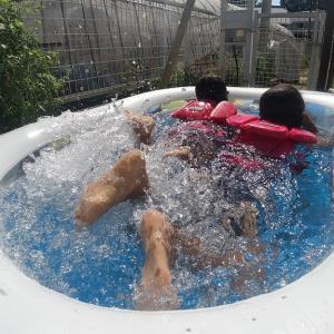 夏の終わりのプールあそび
