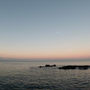 秋の朝、海辺で珈琲たいむ