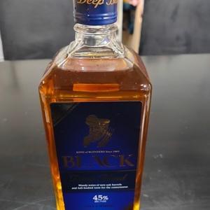 「ブラックニッカ ディープブレンド」@ジャパニーズ・ウイスキー 45% ¥1,350(税抜) 700ml