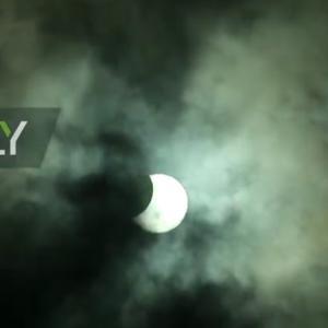 日食のライブ放送、今やってます