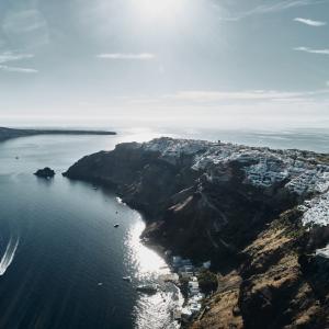 Mystique Hotel in Santorini ~週末のラグジュアリーコレクション~