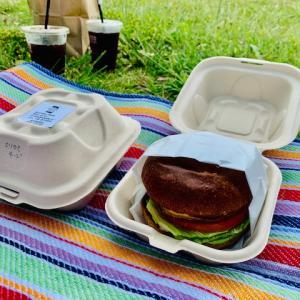おいしいハンバーガーを青空の元で食べると家族みんなハッピー