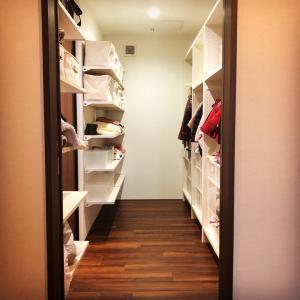 2階洗濯室から収納への快適動線