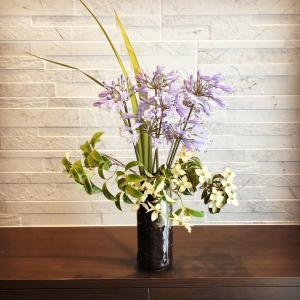 花のある生活、シンボルツリーの生け花を飾る