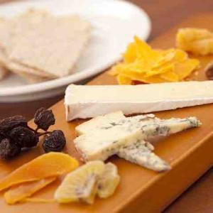 安くて種類も豊富!いろんなチーズを食べてみよう