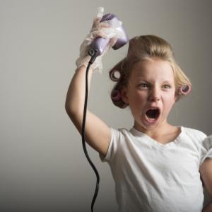 子供にドライヤーをいつから使う?濡れた髪を楽に乾かす方法は?