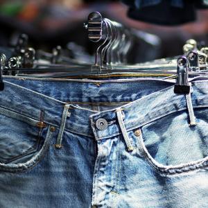 数年ぶりに購入したジーンズは桃太郎のヴィンテージレーベル【色落ち】
