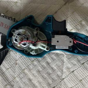 マキタ18Vバッテリーで動くチェーンソーの修理