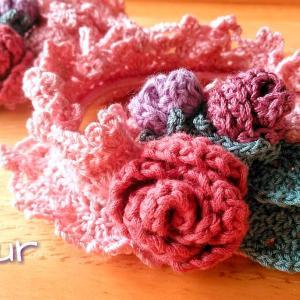 薔薇モチーフの手編みアームバンド